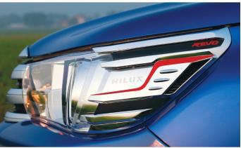 Διακοσμητικό Φανού TOYOTA HILUX Pick-Up / 2WD / 2dr Μιάμιση Καμπίνα 2015 - 2.5 D-4D (150 Hp } 4WD #WI.36012